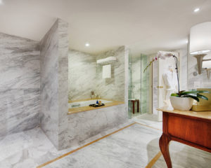 Masterpiece-Bathroom-Apricot-Hotel-Hanoi-1
